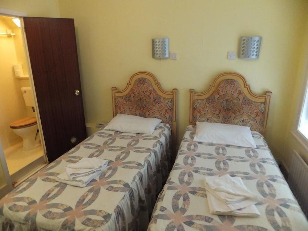 Basic Single Room (Shared Bathroom)