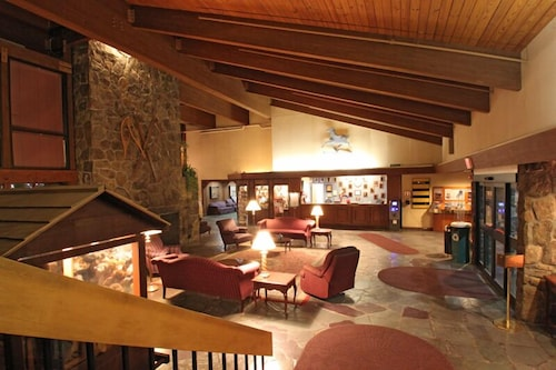 . Fireside Inn & Suites West Lebanon