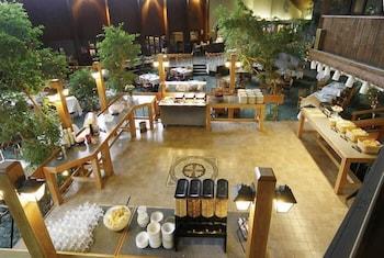 https://i.travelapi.com/hotels/1000000/20000/12300/12300/f2a3ca7b_b.jpg