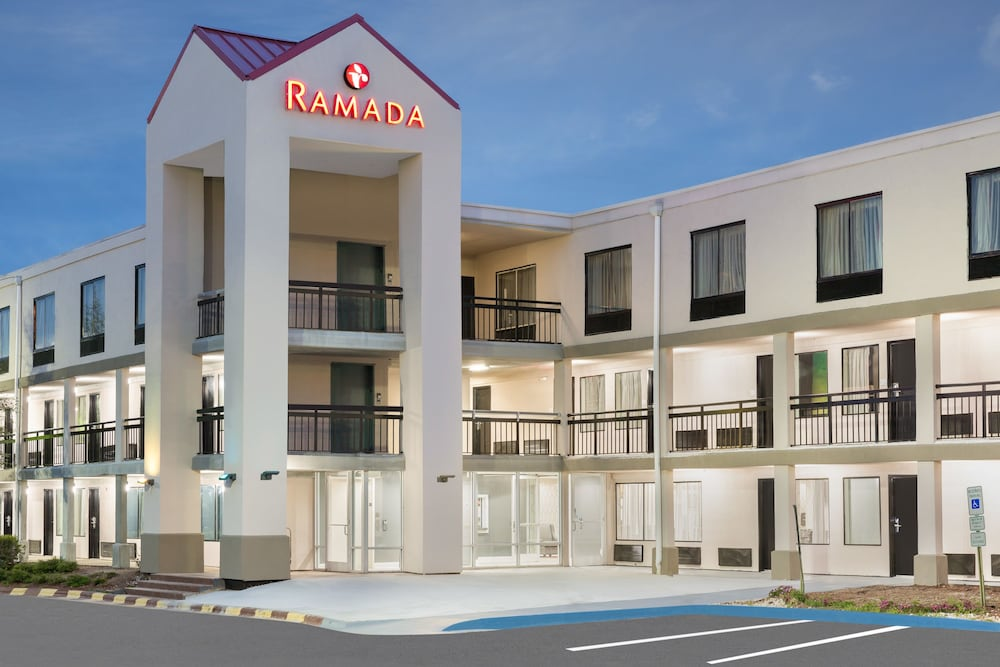 라마다 그린즈버러(Ramada Greensboro) Hotel Image 0 - Featured Image