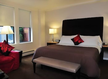 Standard Room, 1 King Bed, Courtyard View, Courtyard Area