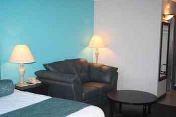 Lexington Hotel & Conference Centre - Sudbury - Living Area  - #0