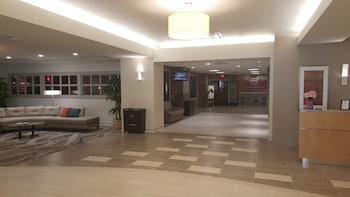 Lobby at DoubleTree by Hilton Virginia Beach in Virginia Beach