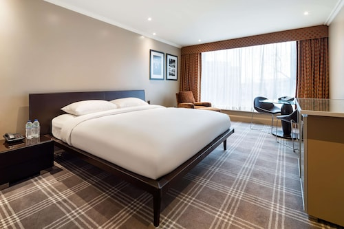 . Radisson Blu Edwardian Heathrow Hotel & Conference Centre, London