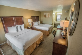 Standard Room, 2 Queen Beds, Smoking