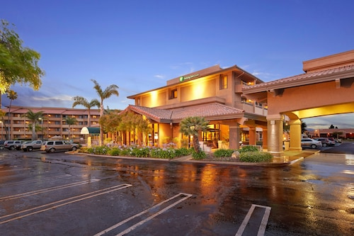 . Holiday Inn Hotel and Suites Santa Maria