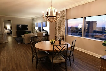 Presidential Suite, 2 Bedrooms (Expansive, Additional Amenities)