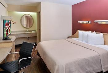 Standard Room, 1 King Bed (Smoke Free)