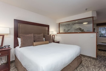 Deluxe Room, 1 King Bed, River View