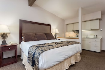 Executive Room, 1 King Bed, Kitchenette, River View