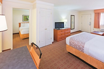 Deluxe Suite, Multiple Beds, Non Smoking (Deluxe Family Suite)