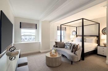 Fairmont Gold, 1 Queen Bed, River View