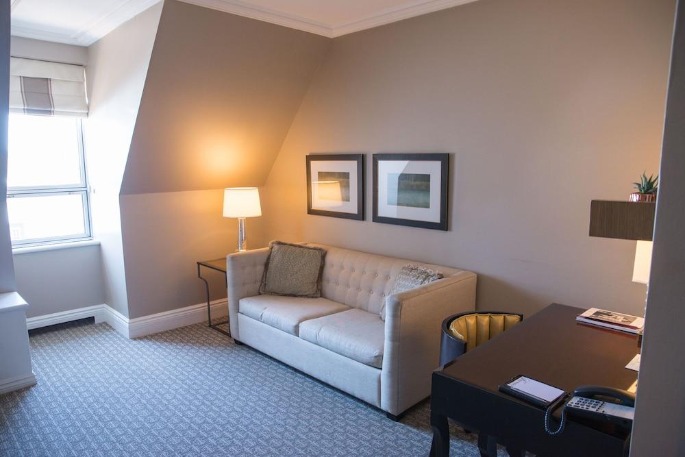 https://i.travelapi.com/hotels/1000000/20000/12600/12522/301b135c_z.jpg