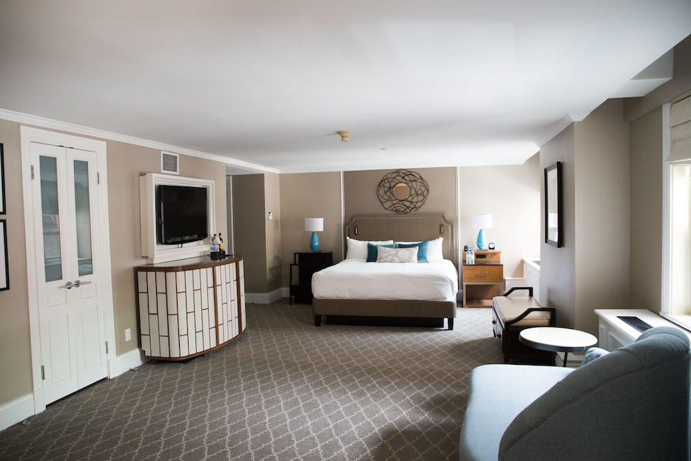 https://i.travelapi.com/hotels/1000000/20000/12600/12522/7de40902_z.jpg