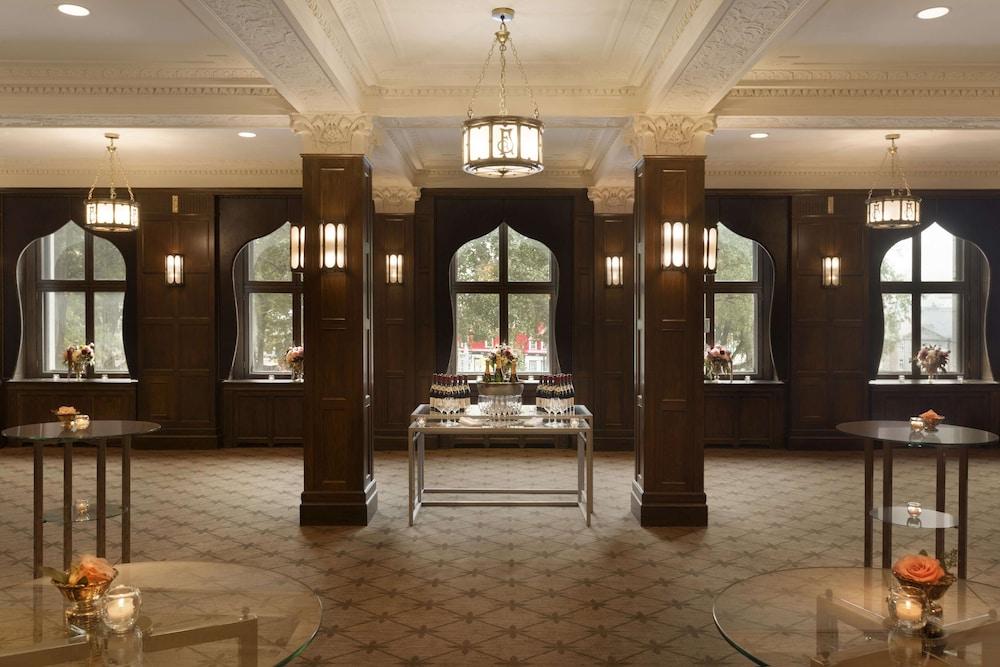 https://i.travelapi.com/hotels/1000000/20000/12600/12522/9782c7fa_z.jpg