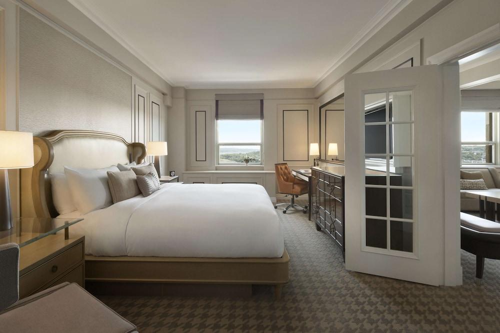 https://i.travelapi.com/hotels/1000000/20000/12600/12522/c010d2dd_z.jpg