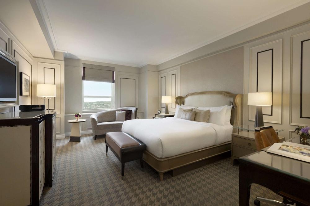 https://i.travelapi.com/hotels/1000000/20000/12600/12522/c9c2b1da_z.jpg