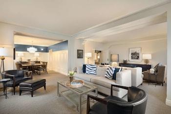 Suite, 1 King Bed (Charles De Gaulle Suite)