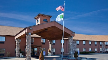 Hotel - Holiday Inn Express Suites Fremont