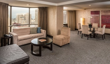 Suite, 1 Bedroom, Accessible (Mobility/Hearing, Roll-in Shower)