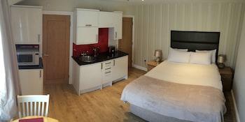Superior Studio, 1 Double Bed, Annex Building (No lift access, £200 security deposit)