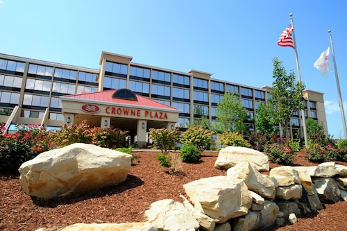 . Crowne Plaza Cleveland Airport