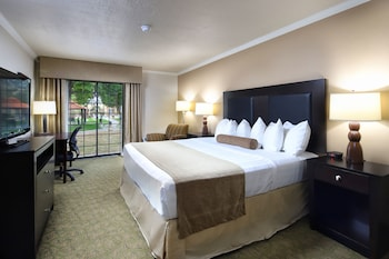 Suite, Multiple Beds, Non Smoking, Poolside (with Sofabed)