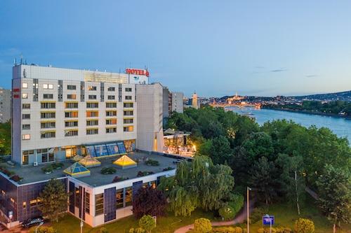 Budapeszt - Danubius Hotel Helia - ze Szczecina, 7 kwietnia 2021, 3 noce