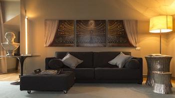 Suite, 1 King Bed (Designer)