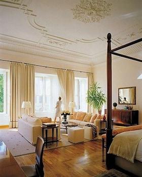 Suite, 1 King Bed (Renaissance)