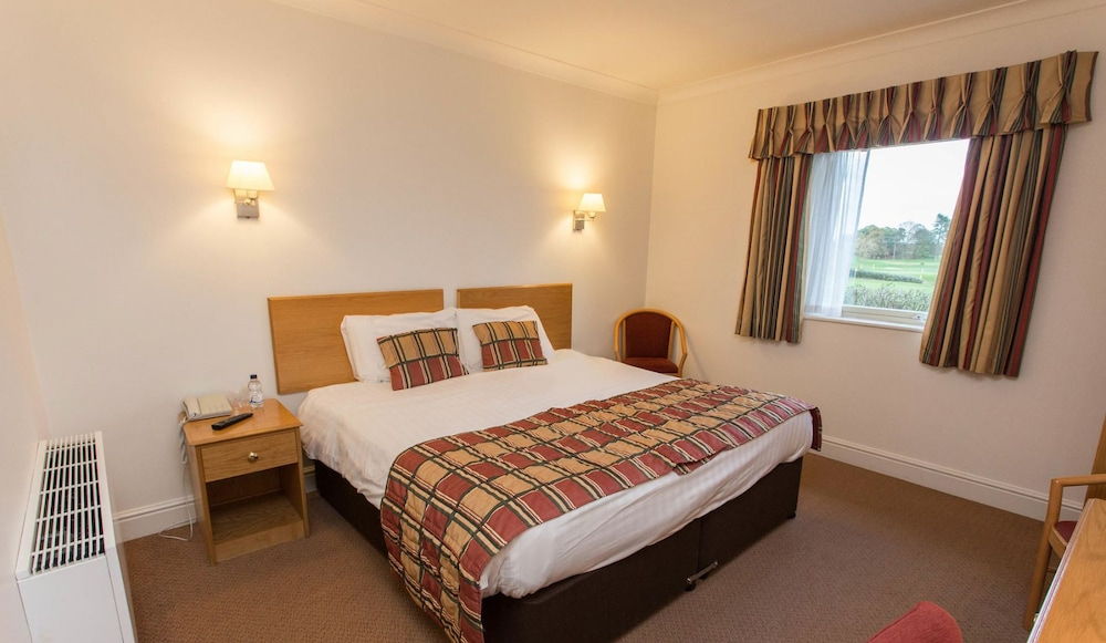 우포드 파크 우드빌리지 호텔, 골프 앤드 스파(Ufford Park Woodbridge Hotel, Golf & Spa) Hotel Thumbnail Image 23 - Guestroom