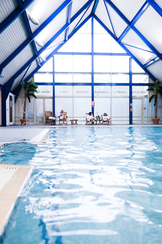 우포드 파크 우드빌리지 호텔, 골프 앤드 스파(Ufford Park Woodbridge Hotel, Golf & Spa) Hotel Thumbnail Image 3 - Pool