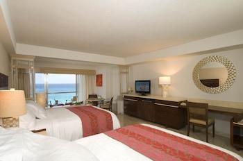 Ocean Front Two Bedroom Family & Friends Suite (1K+2Q)