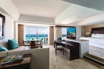 Infinite Ocean Front Two Bedroom Family Suite (1K+2Q)
