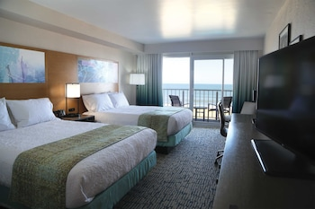Guestroom at Surfbreak Oceanfront Hotel, an Ascend Hotel Collection Member in Virginia Beach