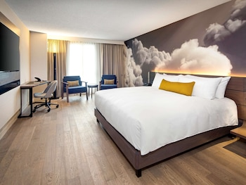Executive Room, 1 King Bed (Newly Renovated)