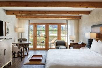 Deluxe Suite, 2 Bedrooms, Non Smoking, Mountain View