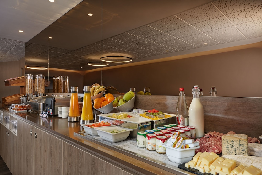 Breakfast buffet