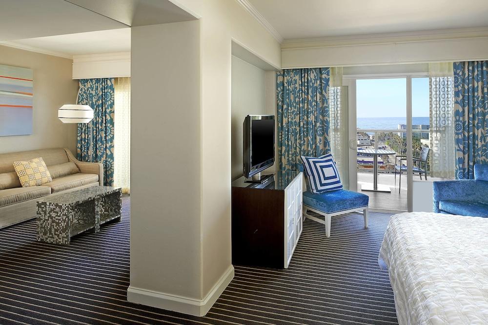 https://i.travelapi.com/hotels/1000000/20000/13000/12942/021e37b3_z.jpg