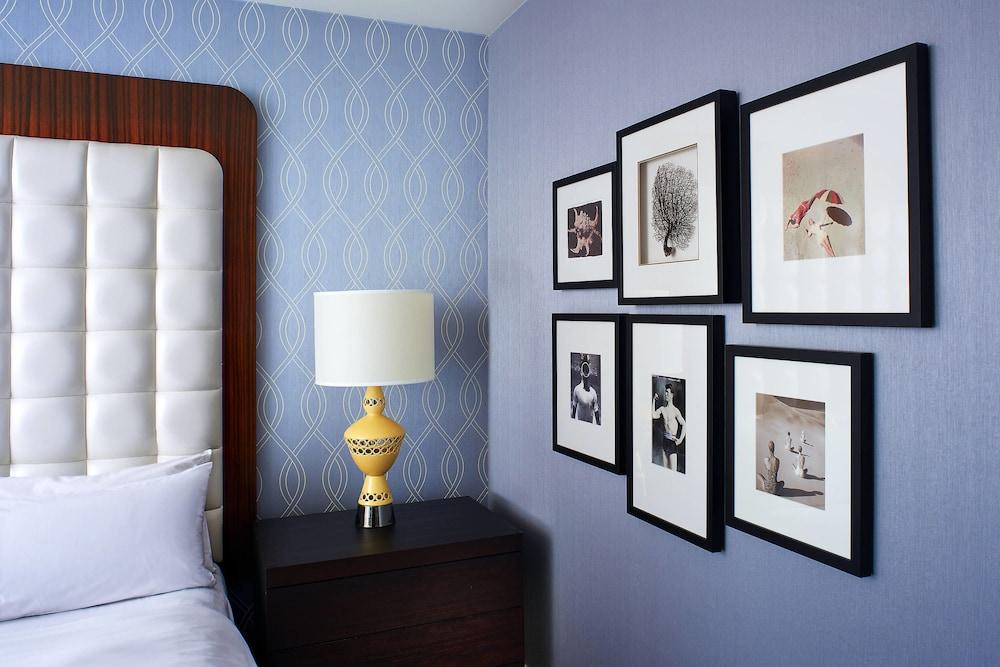 https://i.travelapi.com/hotels/1000000/20000/13000/12942/1b8a3e0f_z.jpg