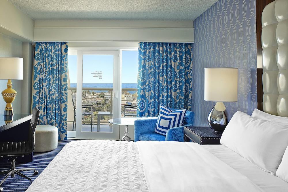 https://i.travelapi.com/hotels/1000000/20000/13000/12942/3badecb8_z.jpg