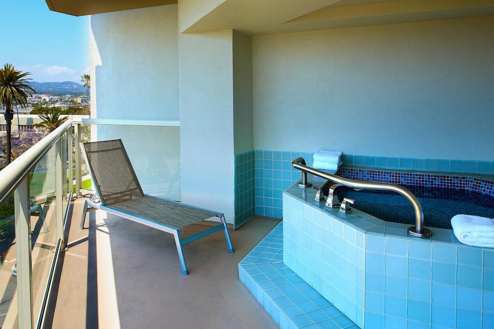 https://i.travelapi.com/hotels/1000000/20000/13000/12942/afc5626b_z.jpg