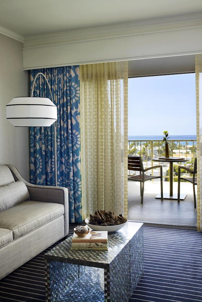 https://i.travelapi.com/hotels/1000000/20000/13000/12942/c59f199c_z.jpg