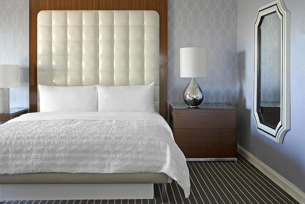 https://i.travelapi.com/hotels/1000000/20000/13000/12942/cdfc06fc_z.jpg