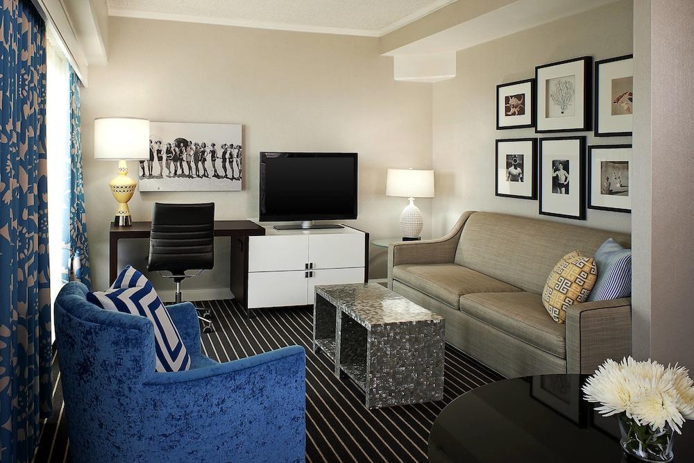 https://i.travelapi.com/hotels/1000000/20000/13000/12942/ead3ba5d_z.jpg