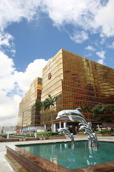 Hotel - The Royal Pacific Hotel & Towers