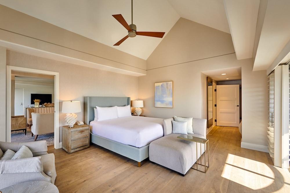 https://i.travelapi.com/hotels/1000000/20000/13000/12954/3b9c8ef4_z.jpg