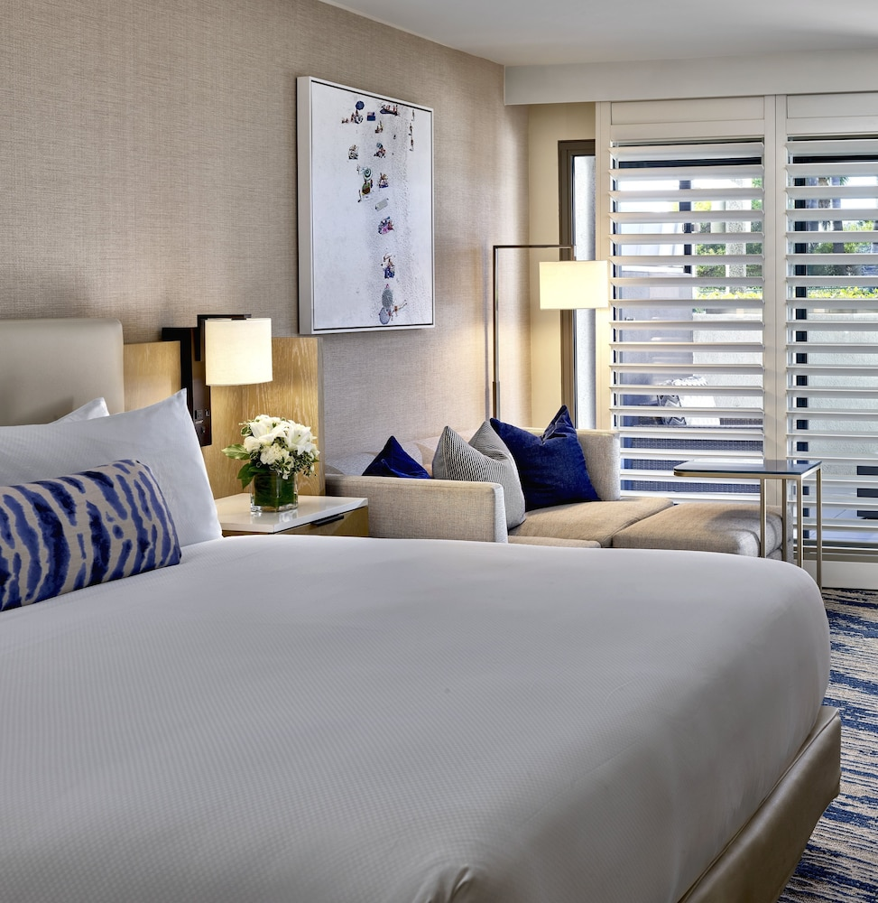 https://i.travelapi.com/hotels/1000000/20000/13000/12954/3f76bf80_z.jpg