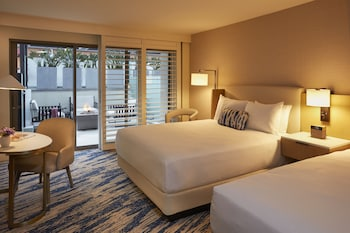Room, 2 Queen Beds, Poolside