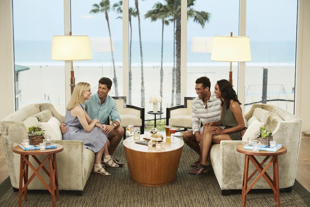 https://i.travelapi.com/hotels/1000000/20000/13000/12954/67472d31_z.jpg